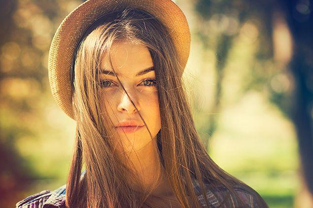 ブラウンの髪が美しい女性